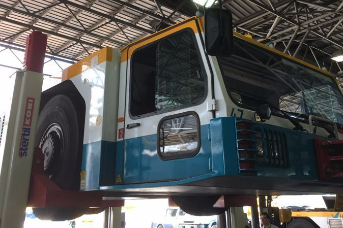 mobile column lifts  Haeco Hong Kong Airport vehicle maintenance